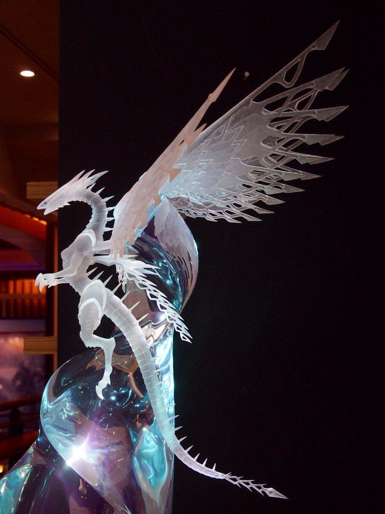 作品『深愛白龍』がついに完成。作品タイトルは高橋和希先生が命名。新宿バルト9の遊戯王カフェで展示スタート pic.twitter.com/XCMhbTJT4P