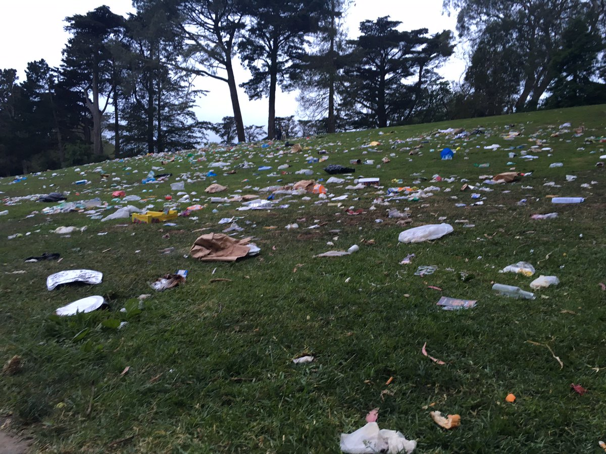 "SF officials estimate more than 8 tons of trash to clean up at GG Park after ""420"" pot gathering. @hollyquanKCBS pic https://t.co/Kqf8LYZrj7"