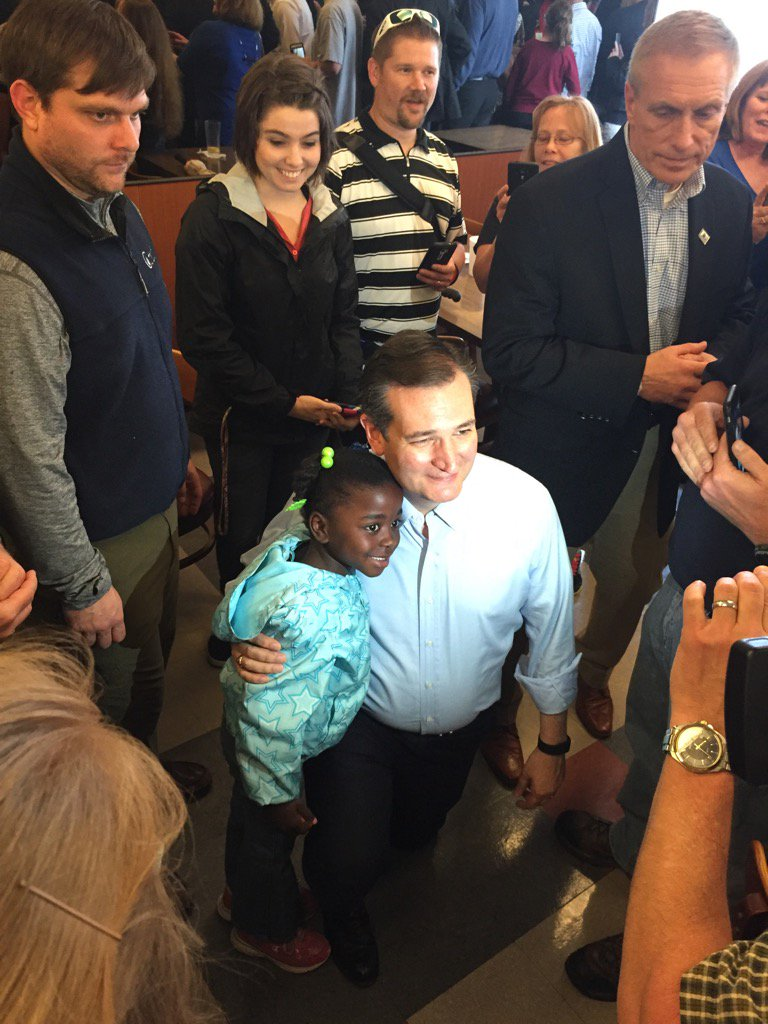 """Cruz poses with 5-year-old Halle. Her dad, Michael Deak, 53, Indy, says Cruz """"stands up for truth and Liberty."""" https://t.co/04667xggRD"""