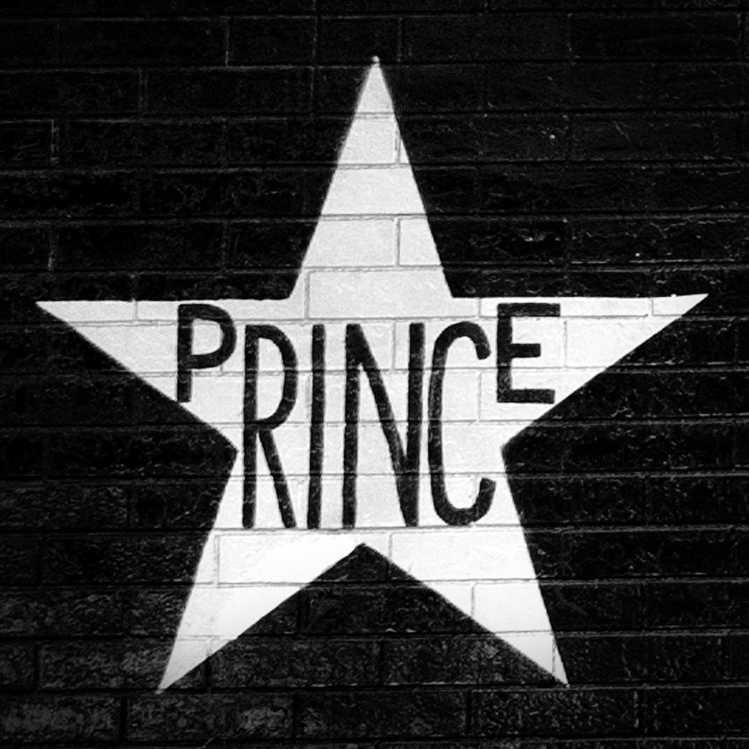 Rest in peace and power Prince. https://t.co/i4GEUGW7QN