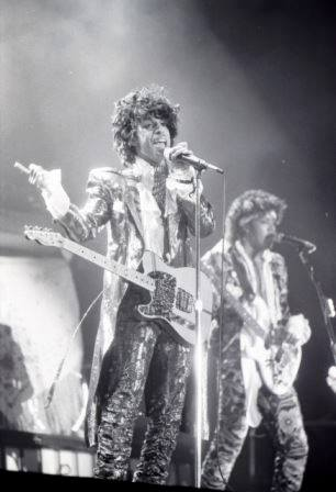 Prince performing to a crowd of 55,000 fans at the Orange Bowl, April of 1985. Photo by Tim Chapman. RIP Prince https://t.co/zp9kgHxbpd