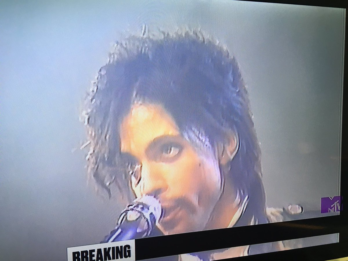 MTV has stopped regular programming and is playing Prince videos. #asitshouldbe #PrinceRIP https://t.co/XNyR6NjrWG
