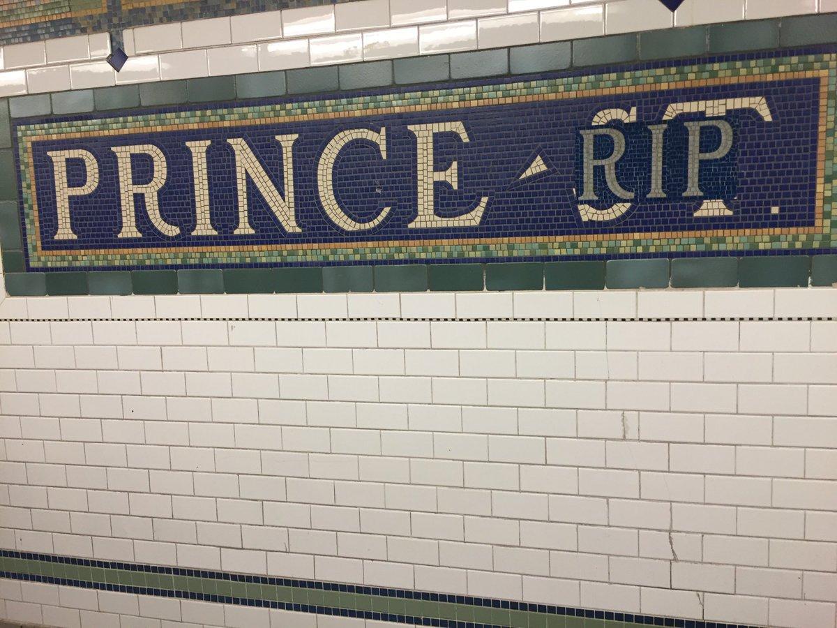 Prince Street station, NYC, tonight: https://t.co/SHr5nbGI2y