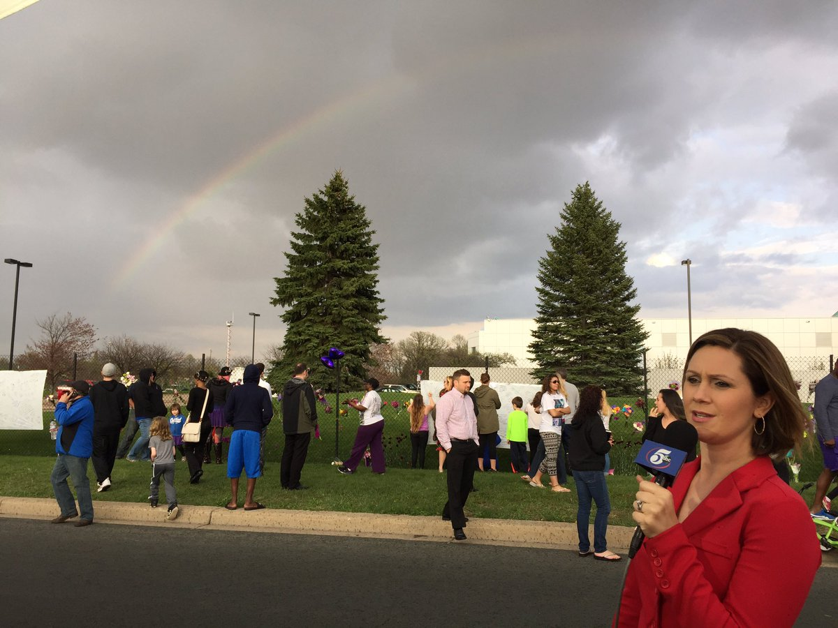 Unbelievable! A rainbow appears over Prince's Paisley Park during our live broadcast on  Ch. 5. https://t.co/nyq5bZP76e