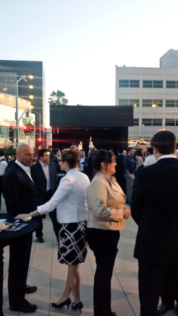 Tonight's #TomorrowEvent @TheWallisBH was a Successful Evening with Delicious Food, Cocktails & a #hologram Stage!!pic.twitter.com/yMVWQLSflY