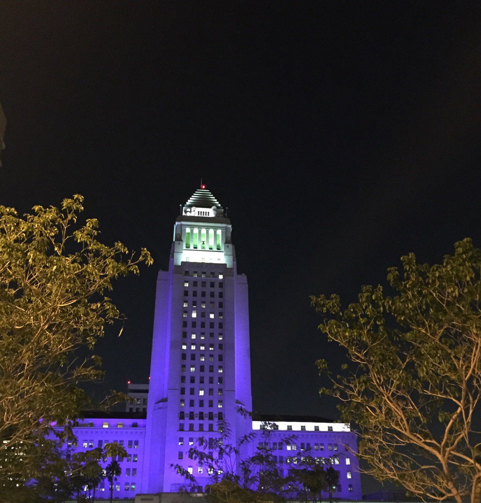 City Hall purple for #Prince. #PrinceRIP https://t.co/6c0HDGfpwX