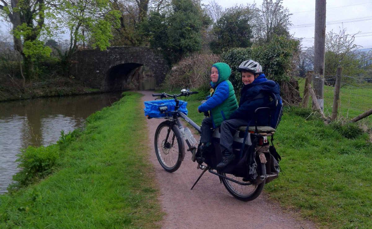 Only three of us on the bike today - last Wednesday we were 5-up but I forgot to take a photo. #schoolrunstories https://t.co/IS32GMhpIM