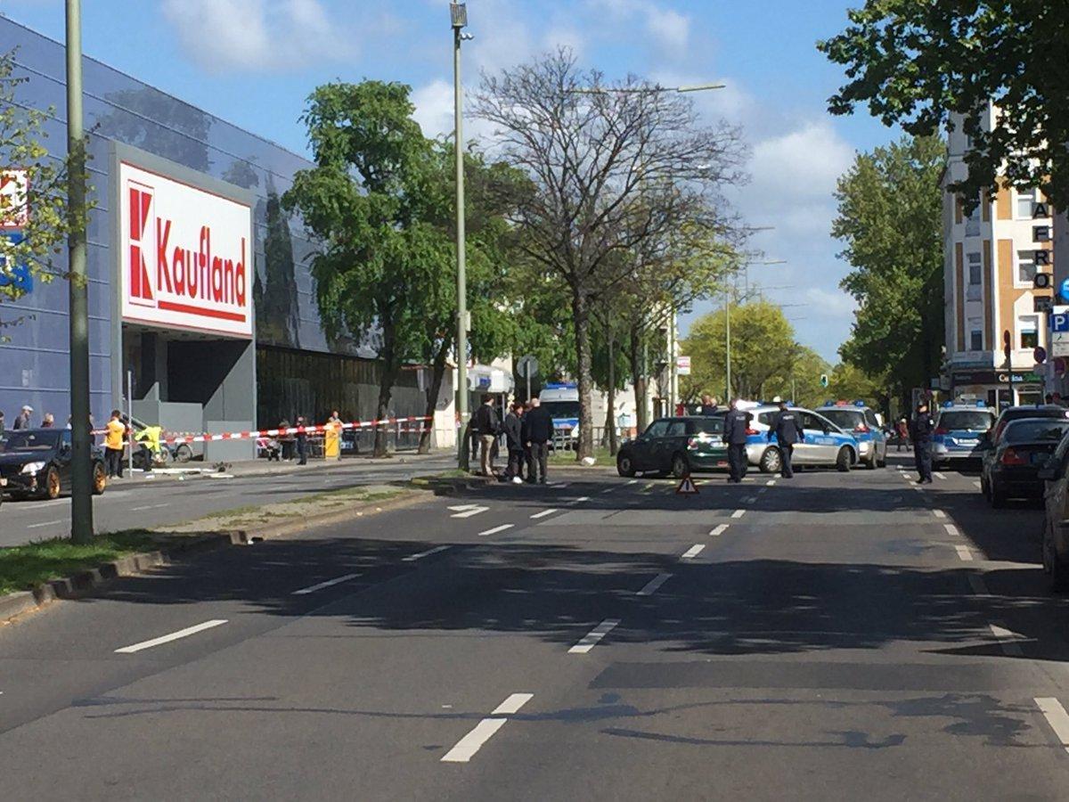 Polizei Berlin Einsatz On Twitter Aktuell Schwerer Verkehrsunfall