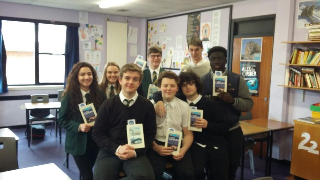 Some S5 National 5 English pupils with their free book for #worldbooknight https://t.co/uhNpxortm2