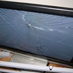アイドルのDVDに興奮をしすぎて、TVの液晶を割ってしまったとか!