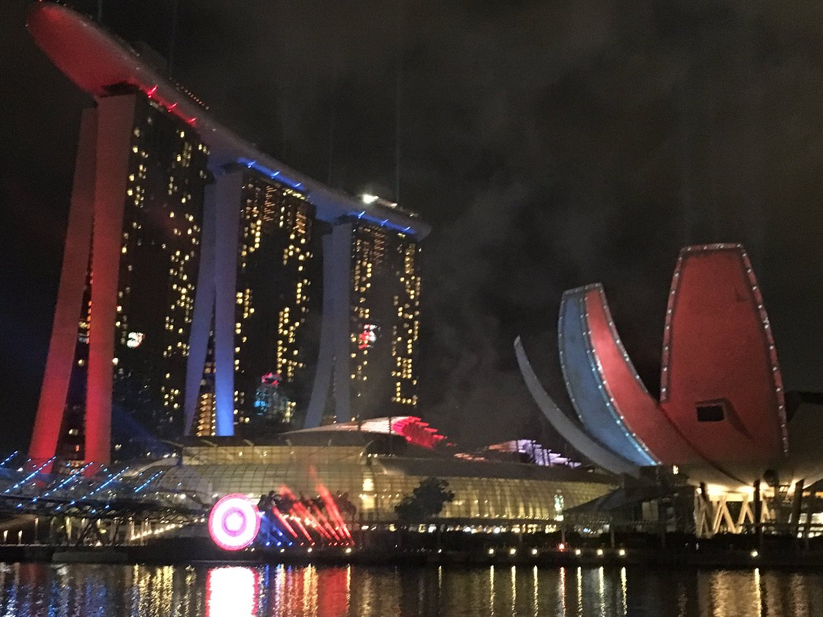 #TeamCap light-up at Marina Bay #TeamIronMan still wins though https://t.co/kCrqd0HxVn