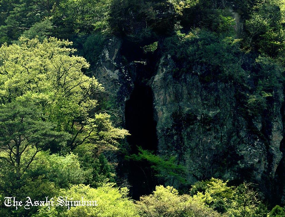 t.asahi.com/jd6l南阿蘇村の奇岩「免の石」が地震の影響で落下したとみられることがわかりました。落ちそうで落ちない姿にあやかろうと、受験生らが訪れるパワースポットとして人気の観光地だったそうです。(た) pic.twitter.com/RKzQs7IYlT