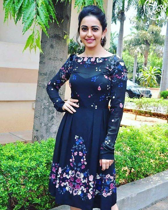 Rakul preet#rakulpreetsinghofficial#tollywood#actress pic.twitter.com/rIsOp6BM2w