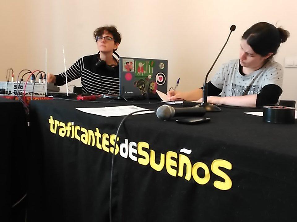 Todo listo para el programma en directo desde @traficantes2010 sobre #editorasfucsias https://t.co/gtU1mpXVRJ