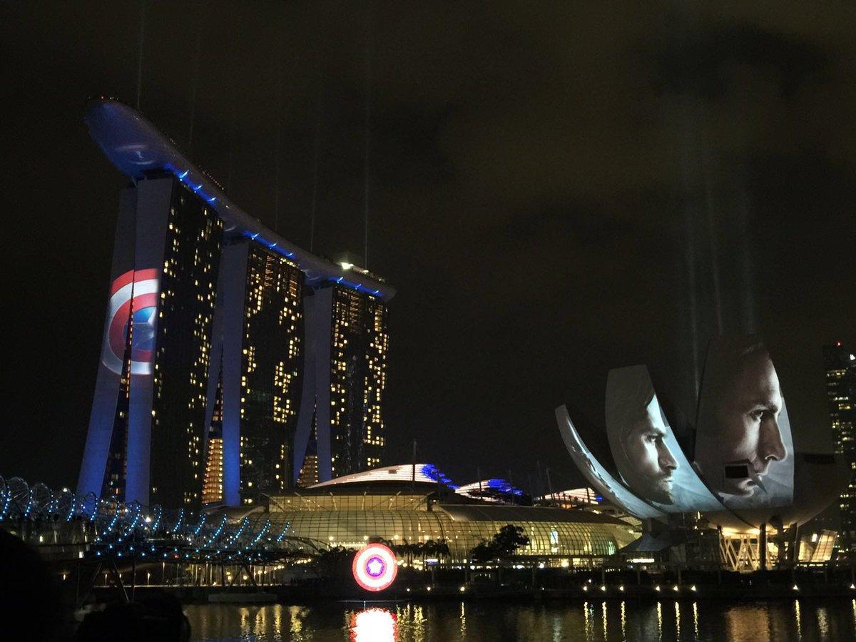 Chris Evans and #TeamCap lit up Singapore tonight... https://t.co/TtEiVjnIiS