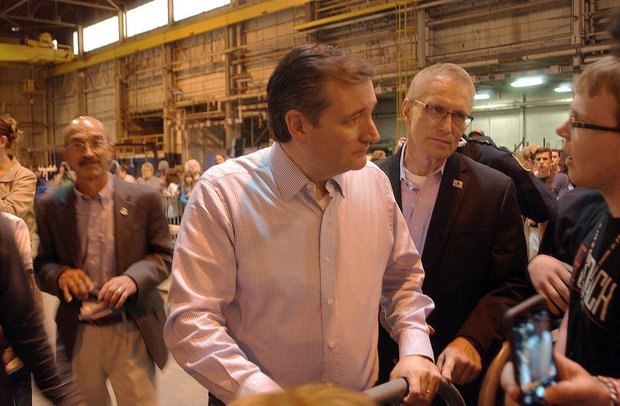 """At his first Pa. campaign stop today, @tedcruz called to end the """"war on coal."""" https://t.co/4GqfaNTpxA https://t.co/KJTzrmmIAx"""