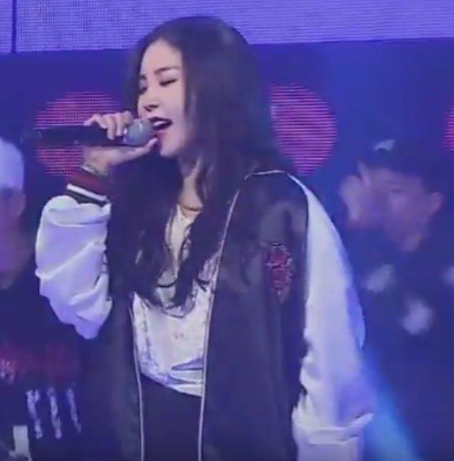 [VIDEO+PICS]Raina singing in Fantastic Baby CgrzX0MUYAAFxp7