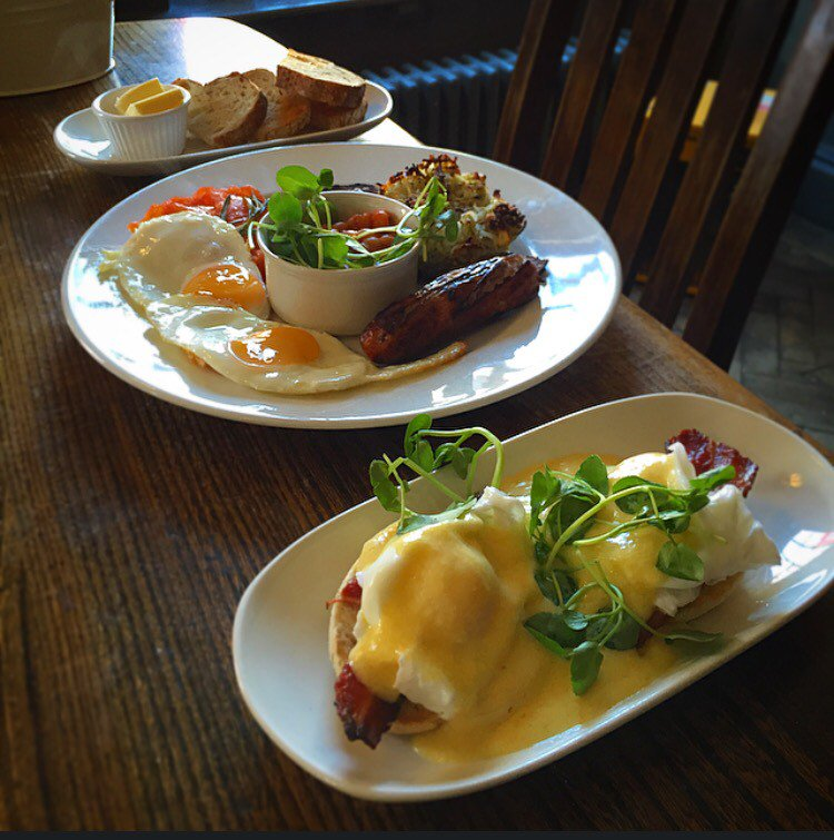 It's brunch time here at The Royal Oak! Pop down for a full English or something lighter. Available until 12! https://t.co/J7AgOBDWzQ