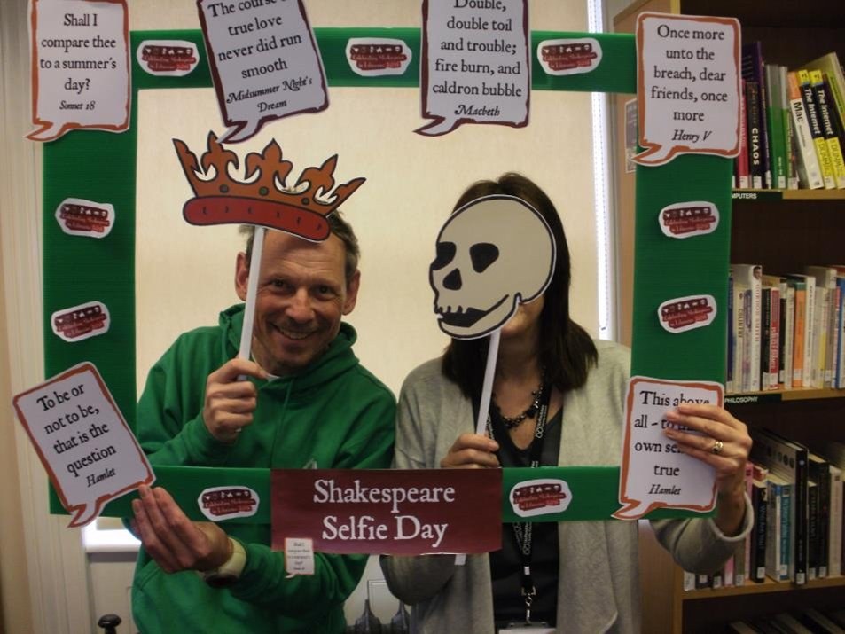 Rob and Sally @ #PenkridgeLibrary celebrates #Shakespeare16 @StaffordshireCC @StaffsLibraries https://t.co/UFvbgIrjcs