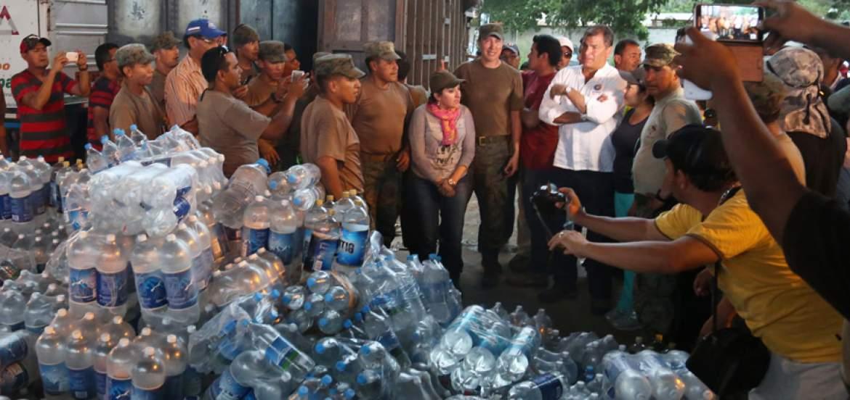 #TerremotoEcuador | Los Servicios básicos y de comunicaciones se reanudan en #Manabí https://t.co/tuKk9LKeL3 https://t.co/8WeV0vJgcQ