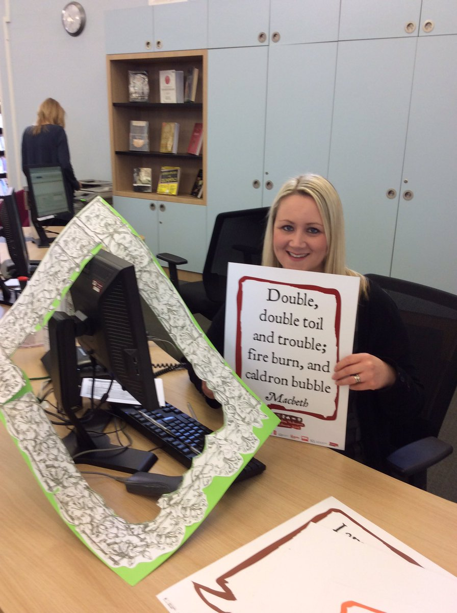 Sian extracts her quote from the frame! She's no trouble, honestly #Shakespeare400  #Shakespeare16 https://t.co/T6o3AQXEf5