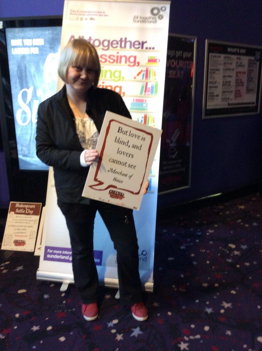 #Shakespeare16 Nicola celebrating her 40th birthday on Shakespeare 400 https://t.co/67gaq1lfoH