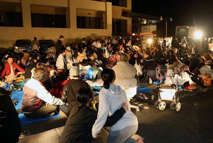 すばらしい動きです。  【緊急拡散依頼】熊本の被災者の方々へ 「九州全ての旅館ホテルに今なら無料3食付で避難可能です!」 https://t.co/ttme7CpYAl https://t.co/OqvzZq0MQz