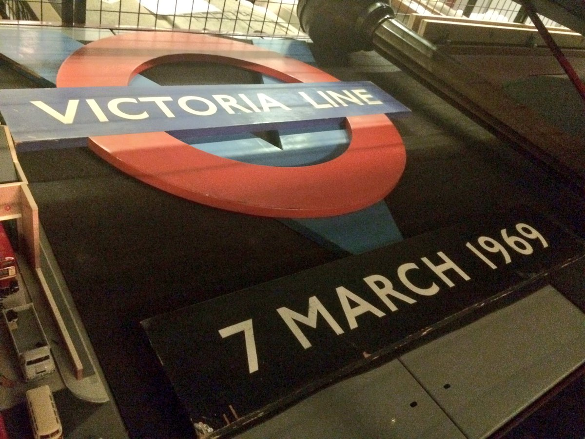 CguoZvVWwAA5bfD - The Victoria Line's really big 50th birthday!