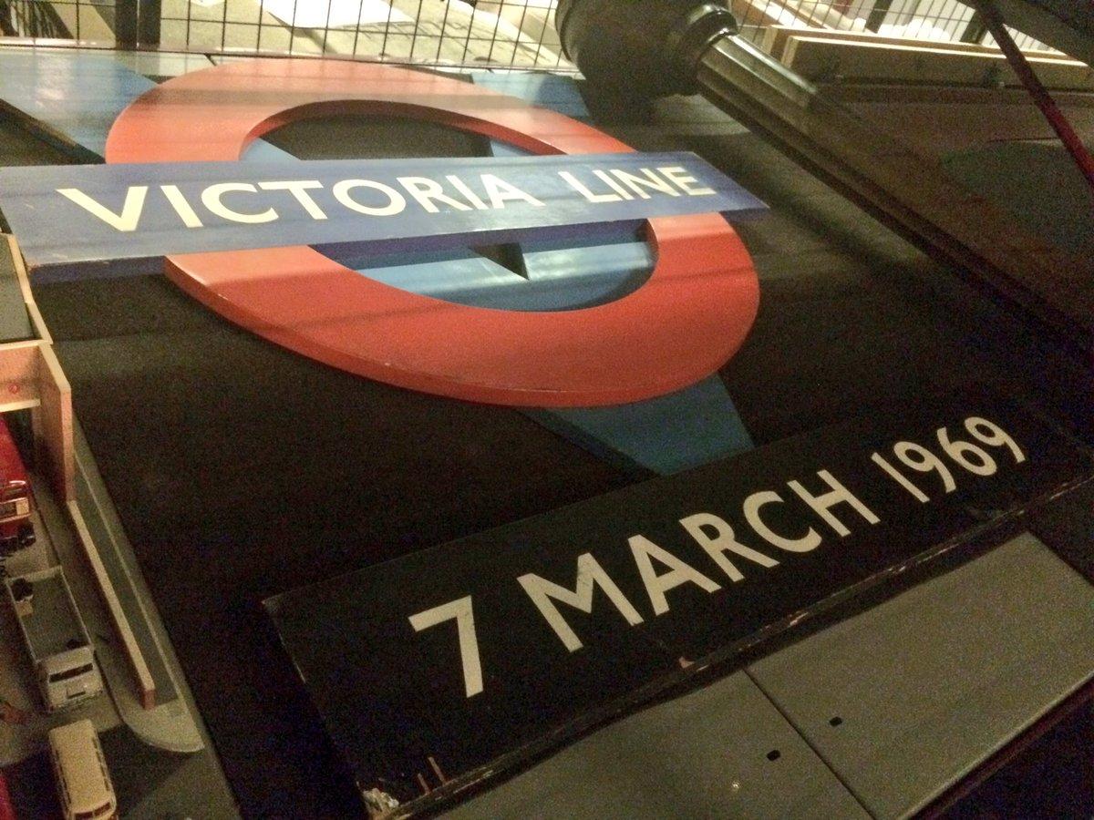 CguoZvVWwAA5bfD - The Victoria Line's really big 50th birthday!