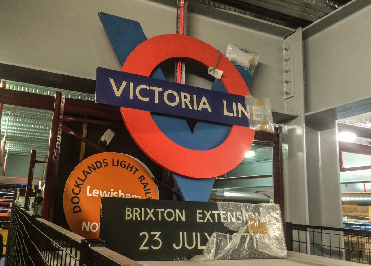 CguoZvZWwAASk2q - The Victoria Line's really big 50th birthday! #2