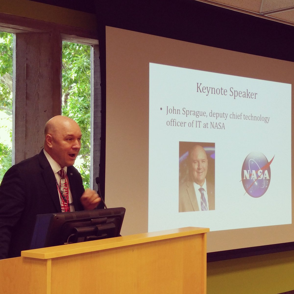 John Sprague helped found SpaceApps and is here at #spaceappsorl to kick off day 1 !! https://t.co/cFvx0MYjF1
