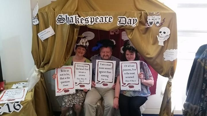 @Knowsleylib #shakespeare16 more of your brilliant selifies! https://t.co/r1gYzfYkOo