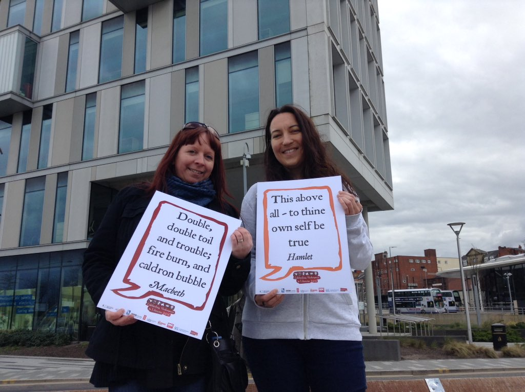 Pausing for a Shakespeare Selfie #shakespeare16 after gifting #WorldBookNight books at Rochdale Bus Station https://t.co/pJNAIKLRNt