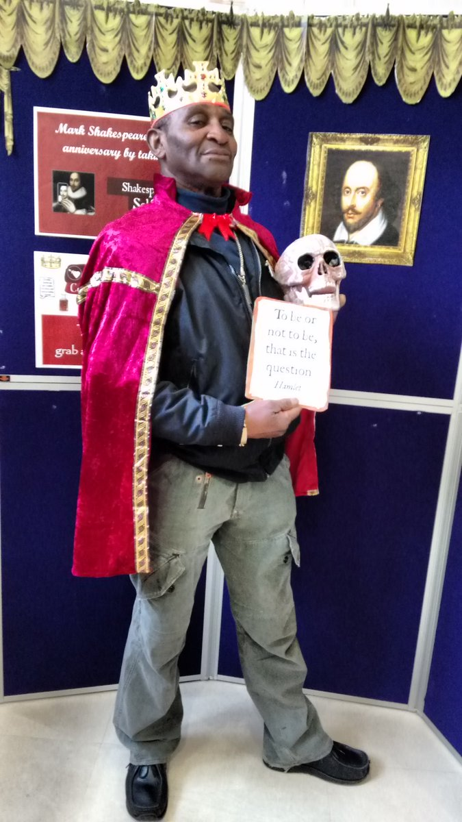 Come to Handsworth Library to pose with a prop and a quote - also @LibraryofBrum! #shakespeareselfie #shakespeare16 https://t.co/tjEDTkm4P3