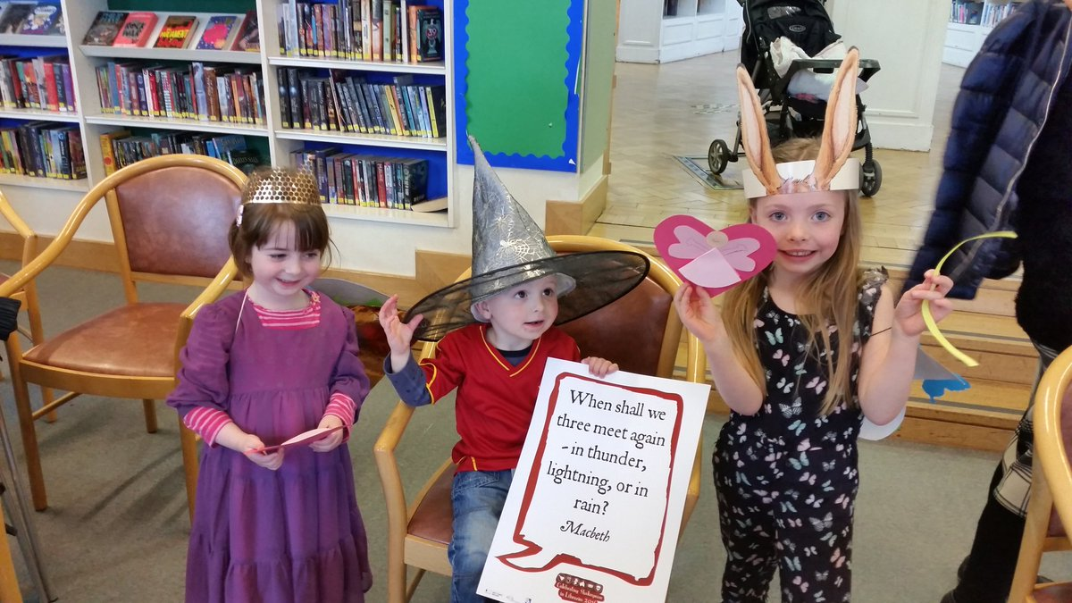 A young donkey, witch & queen celebrate the selfie quote for #Shakespeare16! https://t.co/pwHDEYifWO