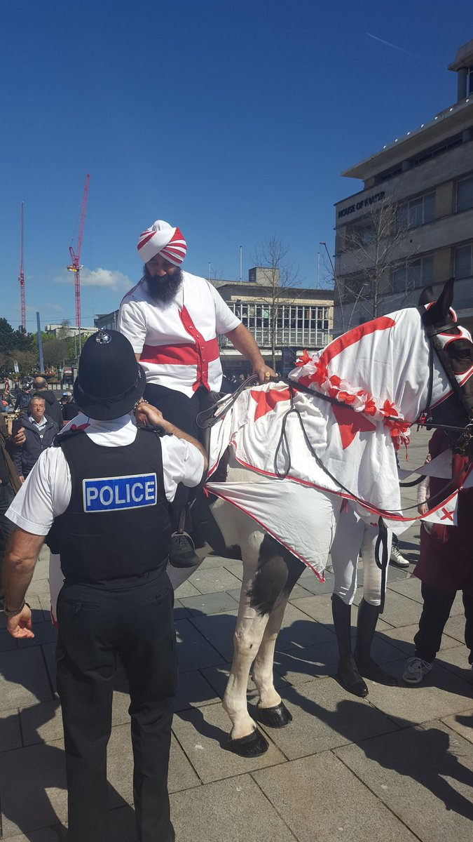 Excuse me Sir, is this your horse? Happy #StGeorgesDay what a success @PlymDiversity @DC_Police @PlymouthHerald https://t.co/LAQtrp8xFr