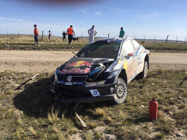 El #VW Polo R @OfficialWRC de @JariMattiWRC luego del vuelco en la PE14 - YPF #RallyArgentina https://t.co/em6Cy6UcuZ