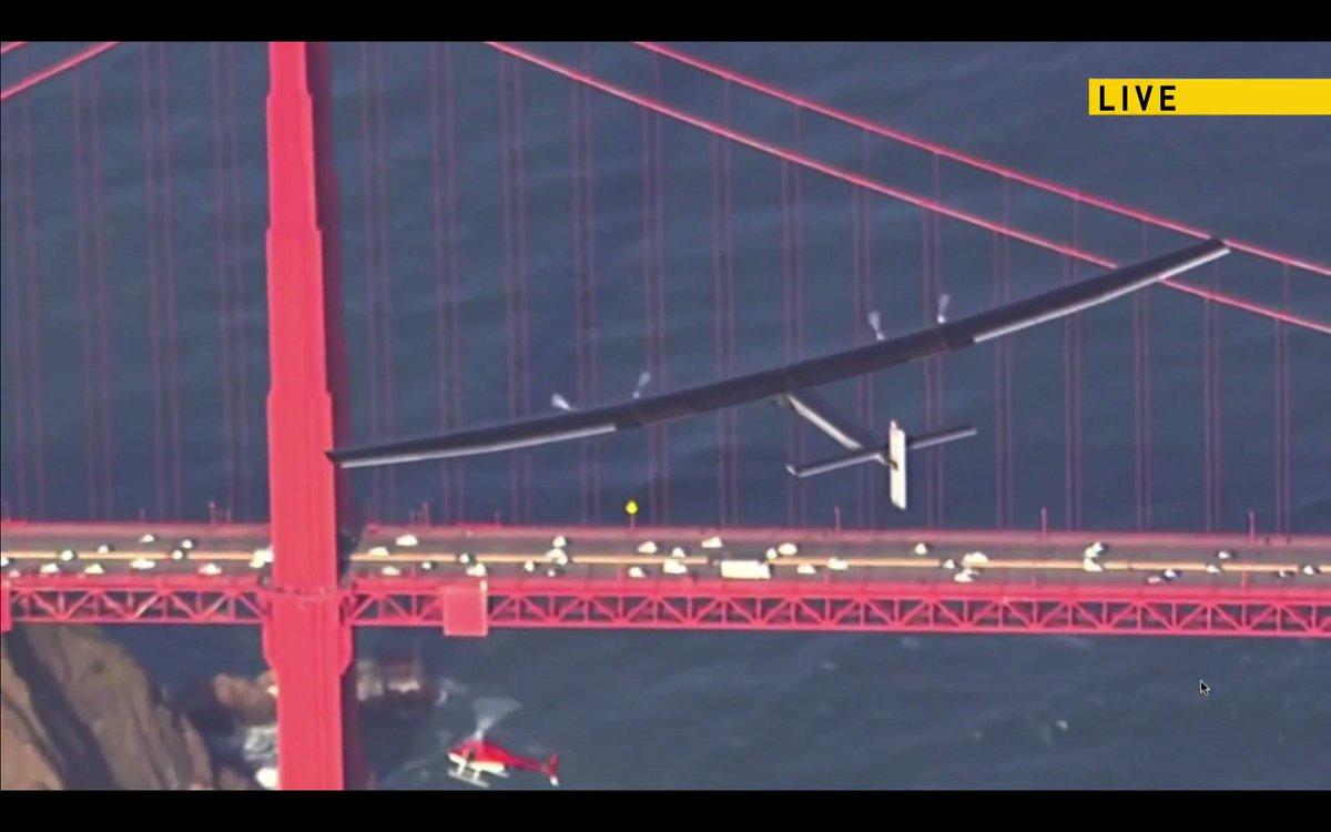 Iconic moment seeing symbol of clean energy future fly over landmark #GGB @solarimpulse #SolarisNow #Moffett https://t.co/5ONROKYOlz
