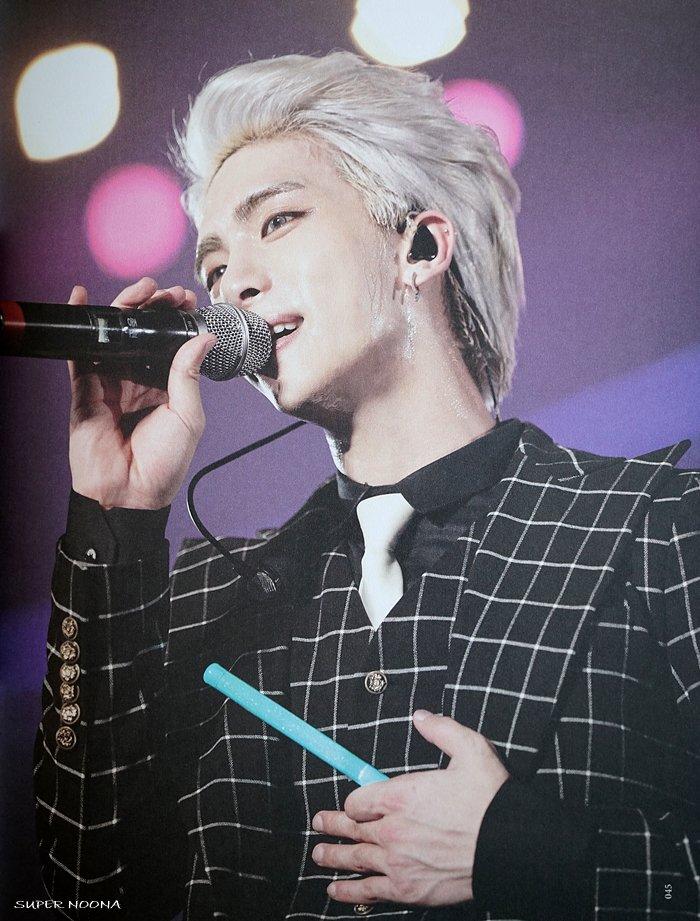 160421 SHINee @ Photobook SHINee World Concert IV CgxaClFUoAIuPCQ