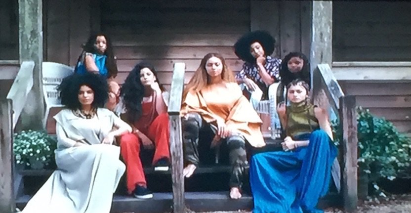 But the fact that @Zendaya is sitting on those steps right now LAWD
