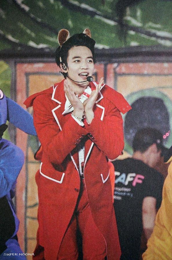 160421 SHINee @ Photobook SHINee World Concert IV CgxtO1oUkAAWFod
