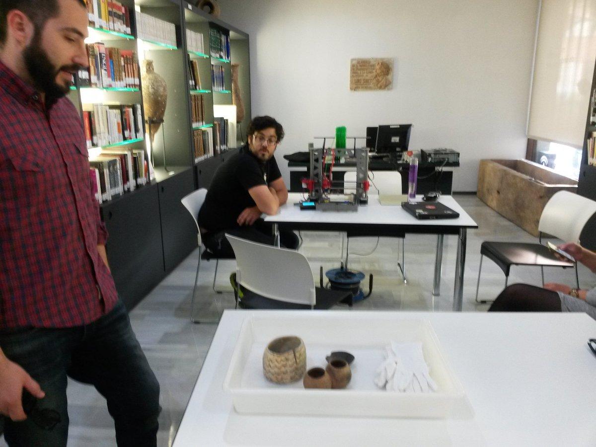 A unos minutos para comenzar la digitalización e impresión en 3D de un vaso de 5.000 años. https://t.co/gcbP1tXsKh