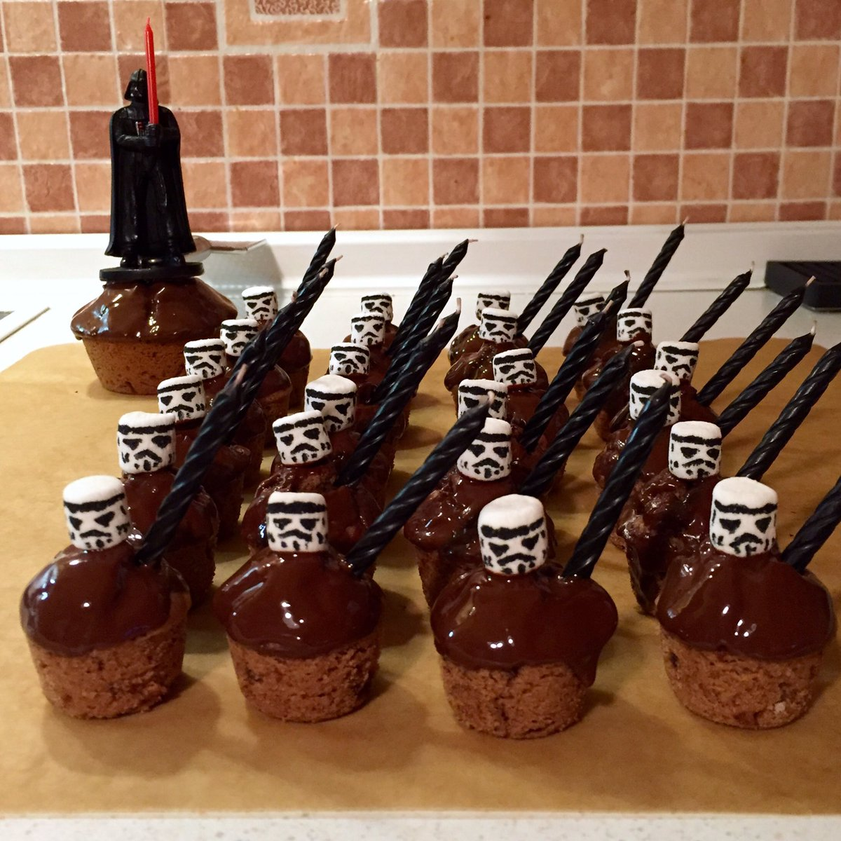 #Geek Awesome of the Day: #StarWars #Stormtrooper & #DarthVader #Muffins #Cakes v/ @KasuomiRetro #SamaCake #SamaGeek