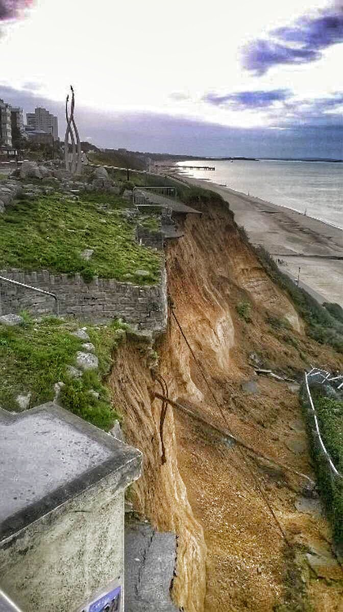 Bad news from @Bournemouthecho this morning, major landslide close to JonEgging memorial. @RAFRed10 @rafredarrows<br>http://pic.twitter.com/DFtLPLrSeE