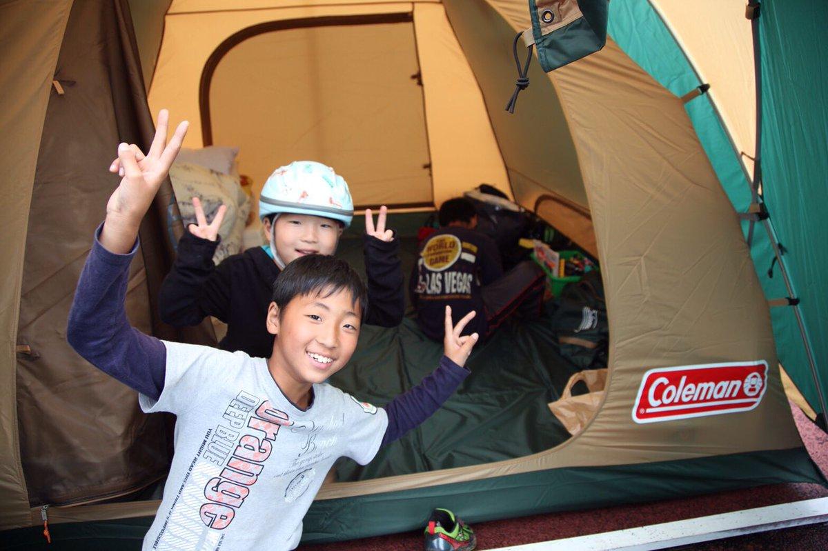 このテント村では500人以上の方々が足を伸ばして寝られる。子供たちの笑顔に僕たちが元気をもらえる。勇気付けられる。片岡市長にも本気で感謝。何から何まで助けられました。片岡市長のサポートがなければテント村プロジェクトは実現しなかった。 pic.twitter.com/oXbaKJTEyr
