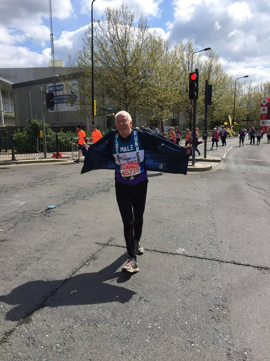 85-year-old John Starbrook has just passed our cheer point at mile 9! Keep going John 🏃🏃 #TeamAgeUK https://t.co/fZuSB4USvG