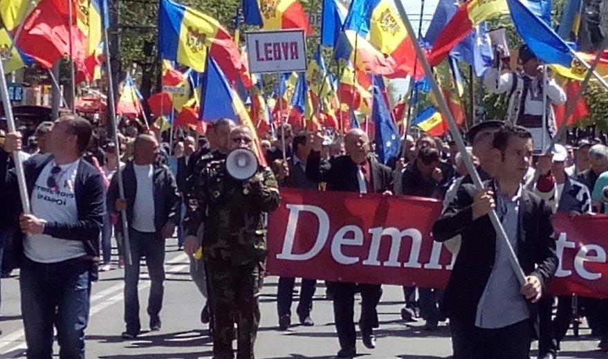 Митингующие в Кишинёве требуют от США и ЕС не поддерживать власть в Молдавии