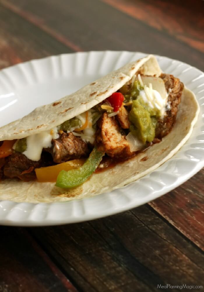 Simple Slowcooker Steak & Chicken Fajitas--a delicious, easy Texas-style meal! #SundaySupper https://t.co/TYoxwK3ag4 https://t.co/7p6bfPNfGK