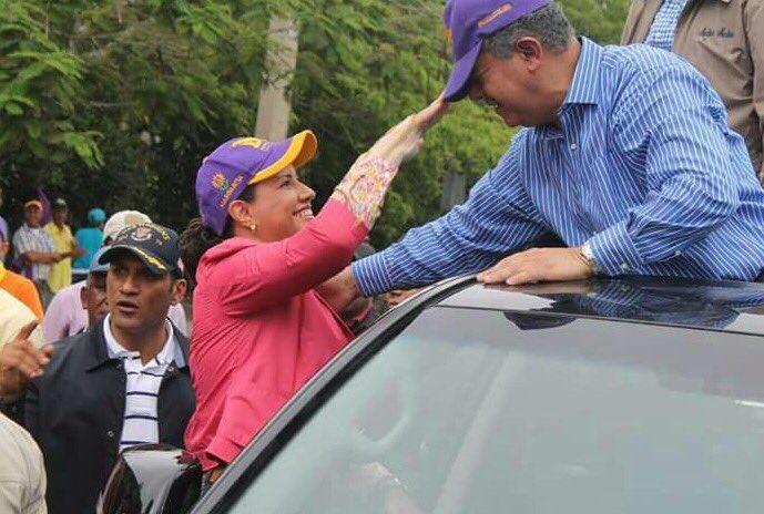 Acotejando a mi marido @LeonelFernandez antes de iniciar caravana del triunfo del @PLDenlinea en nuestro Santiago
