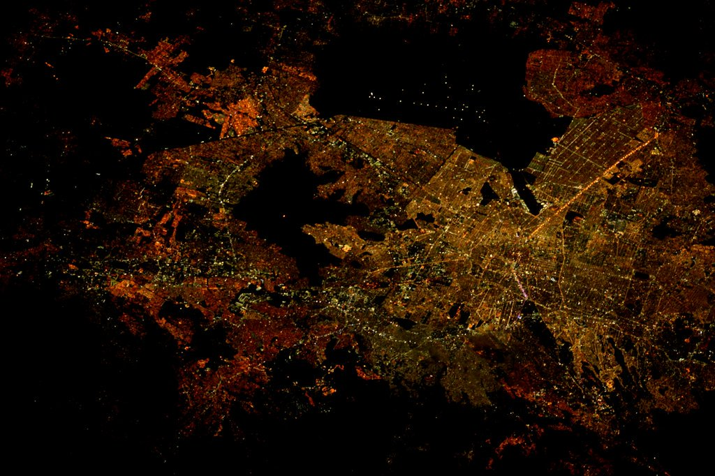 La Ciudad de Mexico desde la Estacion Espacial Internacional.  Mexico City by night! Courtesy of @astro_tim https://t.co/QUN6SJkzbp